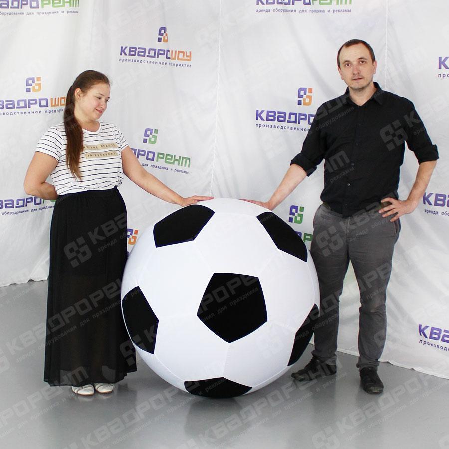 Большие футбольные мячи для декорации