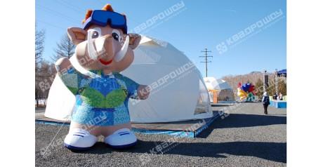 "Пневмофигура-символ Сурдлимпийских зимних игр - ""Мамонтенок"""