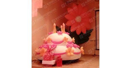 Надувной торт высотой 2 метра и надувной цветок фото2