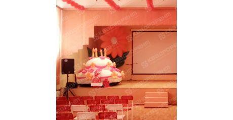 Надувной торт высотой 2 метра и надувной цветок фото3