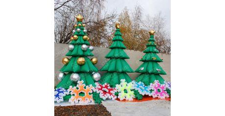 Надувные новогодние елочки и гирлянда из снежинок к новому году