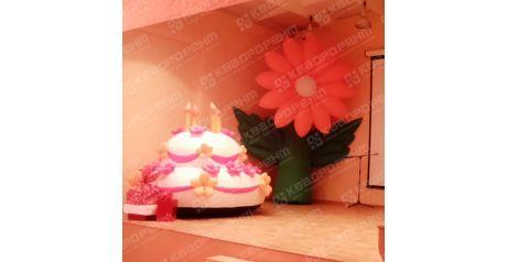 Надувной торт высотой 2 метра и надувной цветок фото1