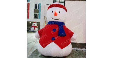 Новогодняя фигура снеговик с синим шарфиком и морковкой на открытии нового дома в Краснолесье