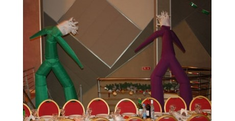 Танцующие воздушные человечки украшают новогодний корпоратив компании