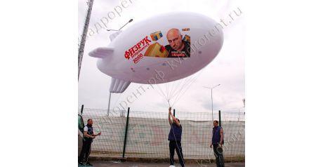Белый надувной дирижабль с рекламой ТНТ2