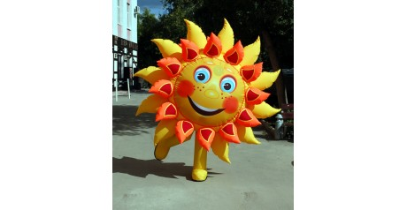 Фото надувного костюма улыбающегося солнышка