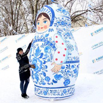 большая надувная фигура русская матрешка в росписи гжель