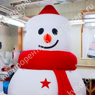 Надувная фигура Снеговик со звездами вид крупнее